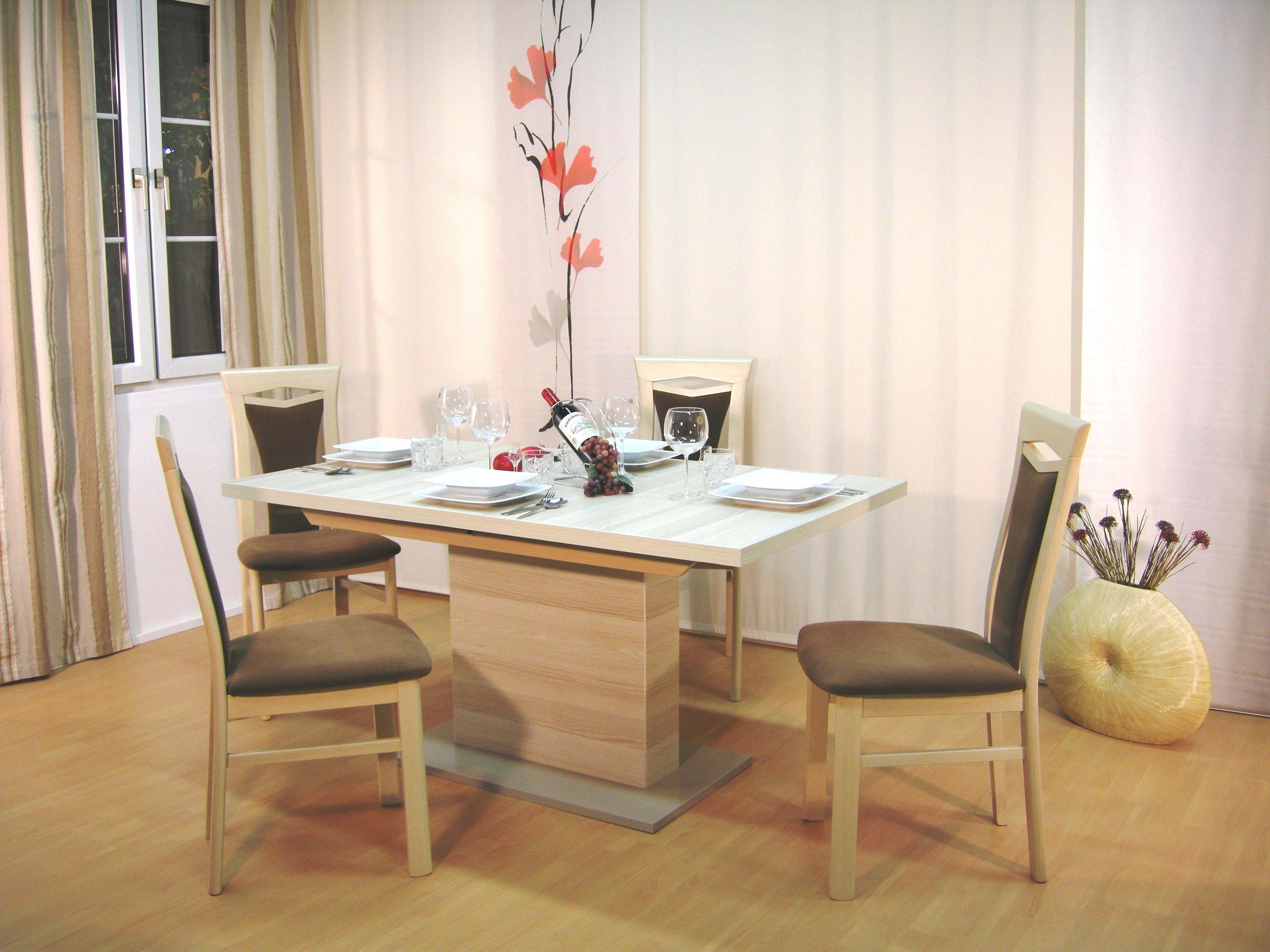 ... Stuhl Burg Und Säulentisch ...