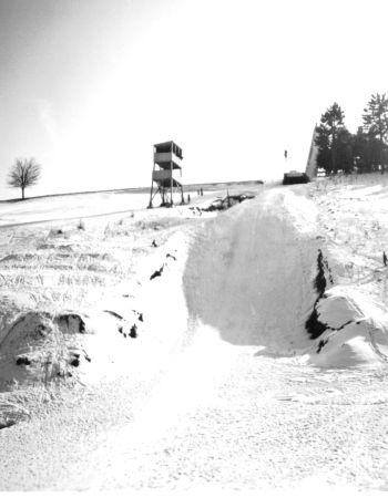 Wilbergschanze mit Schnee vor der Einweihung 1956