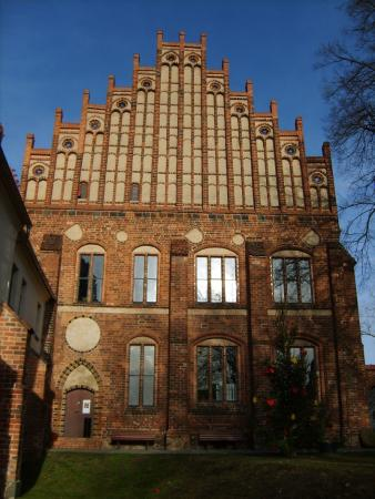(2) Abtshaus