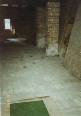 sanierter Ziegelboden am Ringofen
