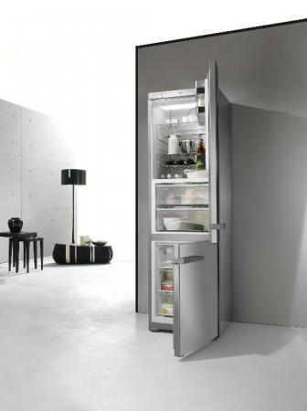 """Die Kühl-Gefrierkombination KFN 14927 SD ed von Miele wurde mit dem """"Focus in Silber"""" ausgezeichnet, weil Design und Funktionalität sich bei diesem Modell auf ideale Weise ergänzen."""
