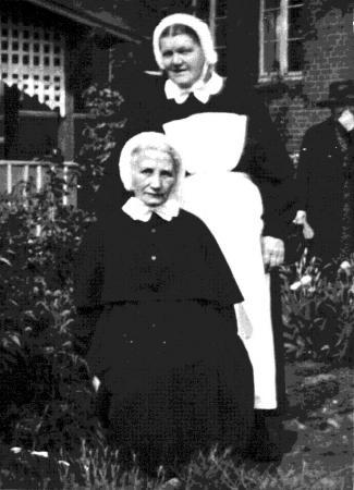 Agnes Elwert (oben)