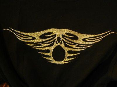 Shirt mit goldnen Fäden
