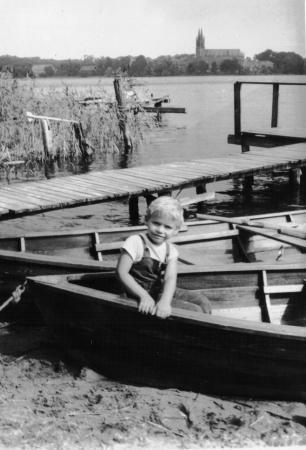 Holger beim Angeln 1971a