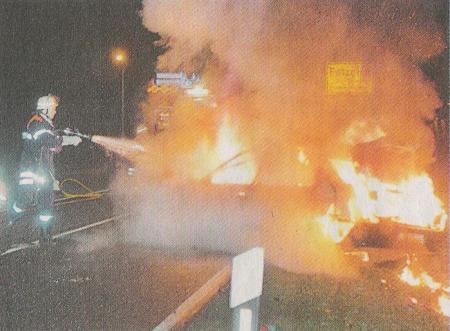 verursacht einen schweren Verkehrsunfall