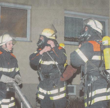 Bild 01 Kurze Nächte, Brandmeldeanlagen beschäftigen die Helfer