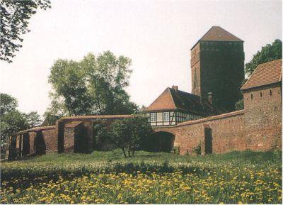 Burg und historische Stadtmauer