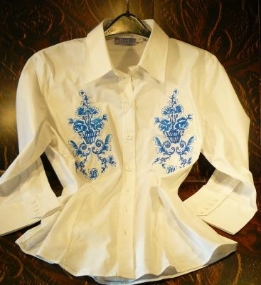 Bluse mit blaustickerei