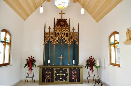 Die Kapelle Heilige Familie Bild 3 Innenansicht und Fenster