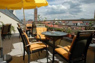 Blick auf unsere kleine Terrasse 2
