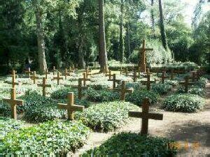 Gräber auf dem Ehrenfriedhof gefallener deutscher Soldaten
