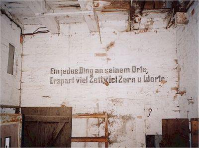Spruch an der Wand