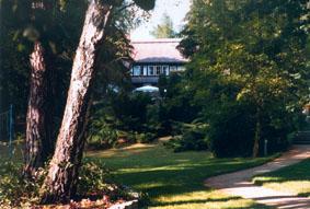 Gelände mit Villa