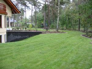 Gartenanlage mit Rollrasen