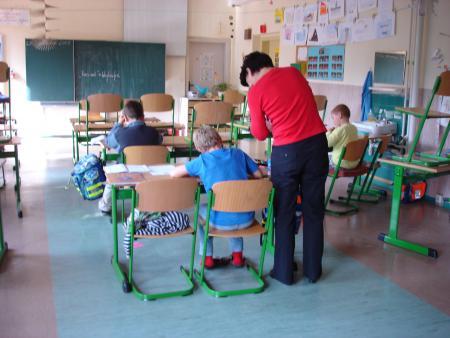 Hausaufgabenbetreuung durch die Hortnerinnen
