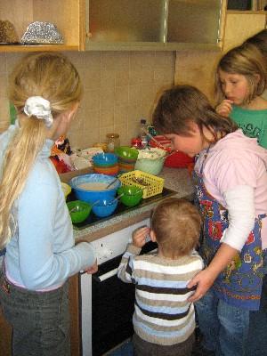 Helfen und Rücksicht nehmen gegenüber jüngeren Kindern