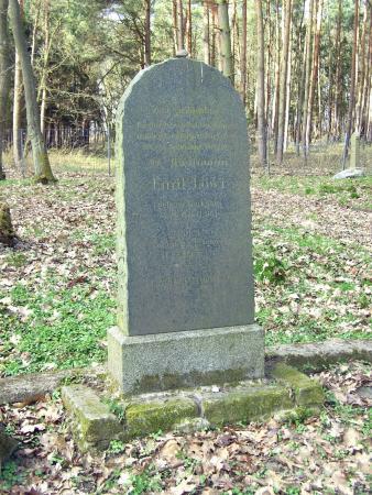 Grabstein Emil Löwi
