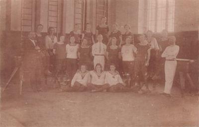 Zur Erinnerung an die erste Turnerriege der Turnerinnen-Abteilung 1923