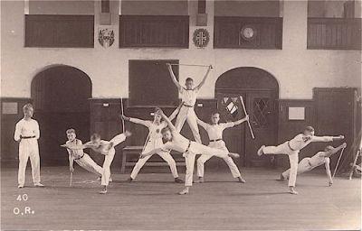 Stabfreiübung der Jugendabteilung in der Turnhalle am Amtshof