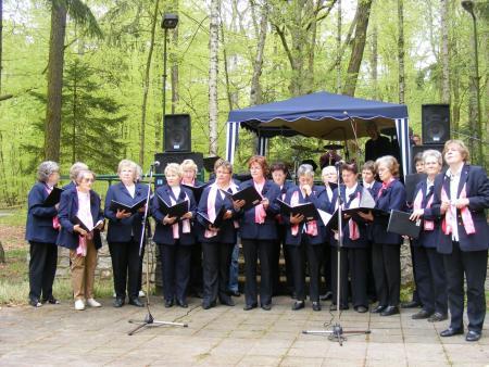 Frauenchor auf dem Maifest 2008