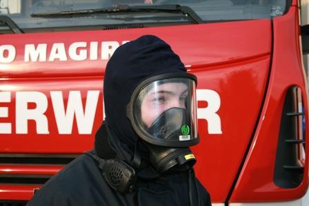 Maske und Flammschutzhaube