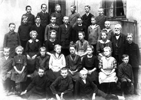 Schulklasse um 1921