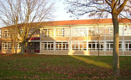 Schule in der Herbstsonne.jpg