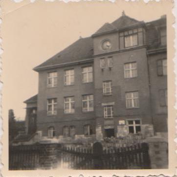 Schulhaus 1952.jpg