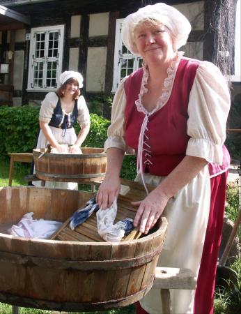 Waschfrauen vor der Klostermühle