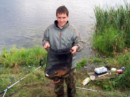 Junger Angler