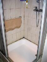 Dusche mit Schimmelablage