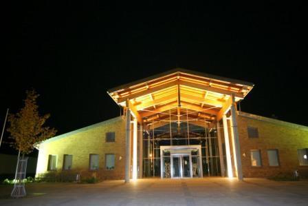 Haus des Gastes - Außenansicht nachts