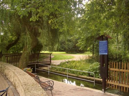 natürlicher Bachlauf Kneipp-Becken