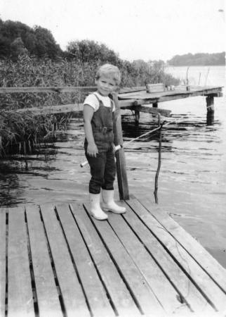 Holger beim Angeln 1971