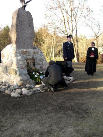 Einweihung des Kriegerdenkmals am Volkstrauertag 2009