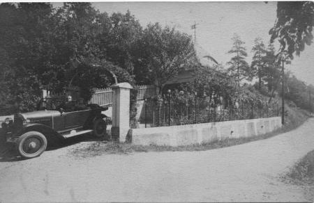 Garage mit Auto von Haus Nr. 43