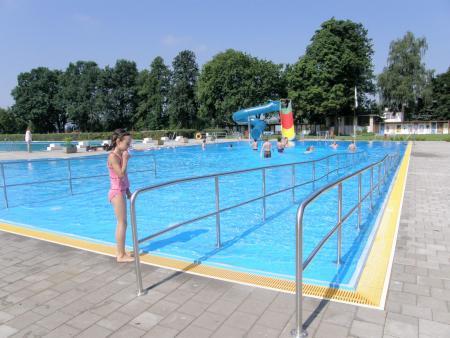 barrierefrei in das Nichtschwimmerbecken
