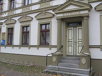 Rathaus aussen 2