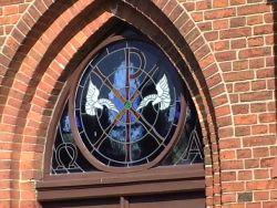 Fenster Über dem Kircheneingang