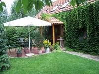 Terrasse vor der alten Scheune